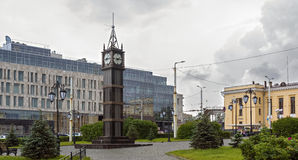 Stadsklokketoren in Engelse stijl stock afbeelding