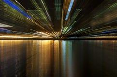 Stadslampor på floden Fotografering för Bildbyråer