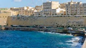 Stadslandschap op de kust in Malta Stock Afbeelding