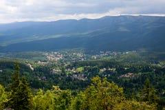 Stadslandschap Szklarska Poreba - Polen stock foto