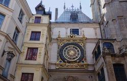 Stadslandskap i Normandie Frankrike i sommar Royaltyfria Bilder