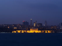 Stadslichten van Istanboel bij Nacht - Dolmabahce-Paleis Stock Fotografie