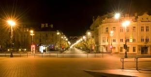 stadslithuania natt vilnius Arkivfoto