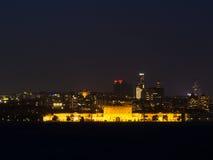 Stadsljus av Istanbul på natten - Dolmabahce slott Arkivfoto