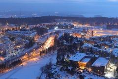 Stadsljus av Tammerfors i natten Arkivfoto