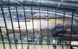stadslondon sikt Panoramautsikt från golvet 32 av London skyskrapa Royaltyfri Bild