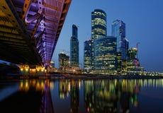 stadsmoscow natt moscow Arkivbild