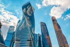 stadsmoscow skyskrapor Arkivfoton