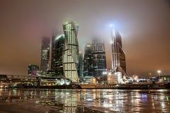 stadsmoscow skyskrapor Arkivbilder