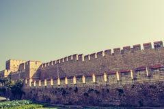 Stadsmuren van Constantinopel in Istanboel, Turkije stock foto's