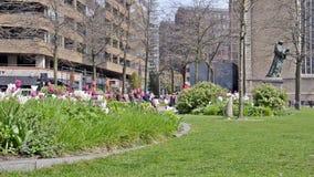Stadspark in de lente stock videobeelden