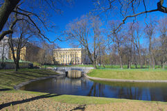 Stadspark in de vroege lente, St. Petersburg, Rusland Royalty-vrije Stock Fotografie
