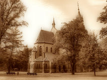 stadspark långt Katolsk kyrka Royaltyfria Foton