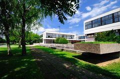 Stadspark met de bouw van stadsbibliotheek Stock Foto's