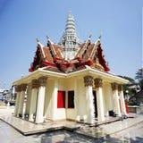 Stadspelarrelikskrin på mittstaden i Prachinburi, Thailand arkivbilder