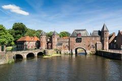 Stadspoort Koppelpoort in Amersfoort, Nederland royalty-vrije stock foto