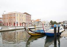 Stadsreflexioner i floden, Aveiro Portugal Royaltyfri Fotografi