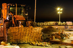 Stadssaneringkonstruktionsplats på natten Arkivfoto