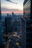 Stadsscène bij zonsondergang in Japan Stock Foto's