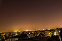 Stadsscape på nattetid Royaltyfri Bild