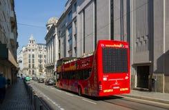 Stadssightbuss på gatan Arkivbild