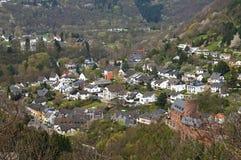 Stadssikt av Heimbach med slotten i Eifelen Fotografering för Bildbyråer