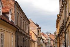 Stadssikt av hus i gammal stad Arkivbild