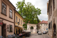 Stadssikt av hus i gammal stad Royaltyfri Foto