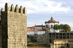 Stadssikt av Porto med floden och historiska byggnader Royaltyfri Bild