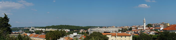 Stadssikt av Pula Arkivfoto