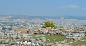 Stadssikt från akropolen i Aten, Grekland på Juni 16, 2017 Royaltyfri Bild