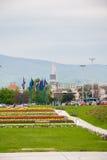 Stadssikt från blommaträdgård nära Bandiceve springbrunnar Fotografering för Bildbyråer