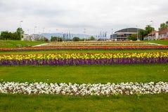 Stadssikt från blommaträdgård nära Bandiceve springbrunnar Royaltyfria Bilder