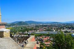 Stadssikt från den Palanok slotten i Mukachevo Royaltyfria Bilder