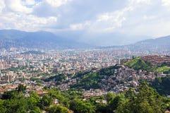Stadssikt från Medellin, Colombia Arkivfoton