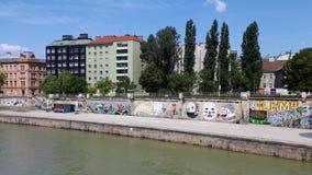 Stadssikt på Donau arkivfoton