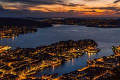 Stadssikt på natten från över Royaltyfri Bild