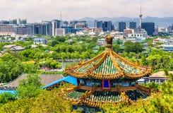 Stadssikten av Peking från Jingshan parkerar Royaltyfria Bilder