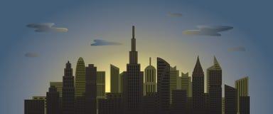 Stadsskyskrapor på gryning med moln i himmel Arkivbild