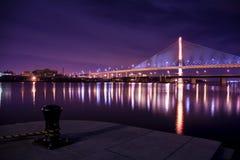 StadsSkyway för veteran Glass bro Arkivfoton