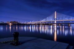 StadsSkyway för veteran Glass bro Arkivbilder
