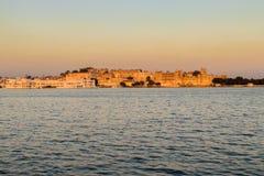Stadsslott och sjön Pichola, Udaipur, Rajasthan Royaltyfri Fotografi