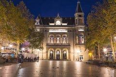 Stadsslotten Cercle citerar på natten arkivbild