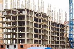 Stadsställe för många högväxta byggnader under konstruktion och kranar Arkivfoto
