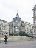 Stadsstraat met Hotel DE Ville Stock Afbeeldingen