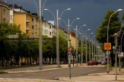 Stadsstraat vóór de stortbui Stock Foto's