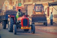 Stadsstraten, vervoer en Indische mensen royalty-vrije stock afbeeldingen