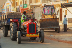 Stadsstraten, vervoer en Indische mensen royalty-vrije stock foto's