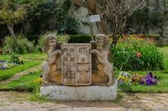 Stadssymbol - staty i parkera av den Tavira staden i Portugal Arkivbild