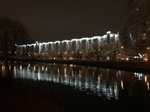 stadstjecken tänder den nattprague republiken royaltyfria foton